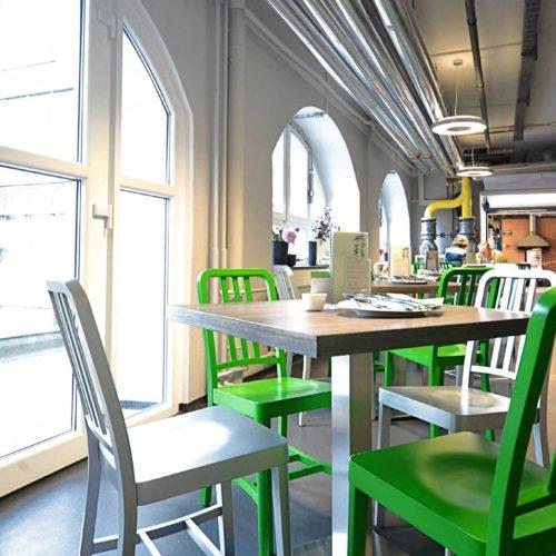 Fabrik Cafe Stuhl gruen